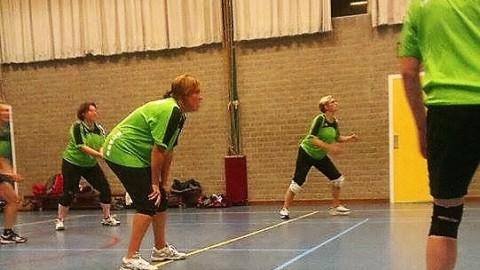 Volleybaldames SVT dames 2 roemloos ten onder tegen Peize