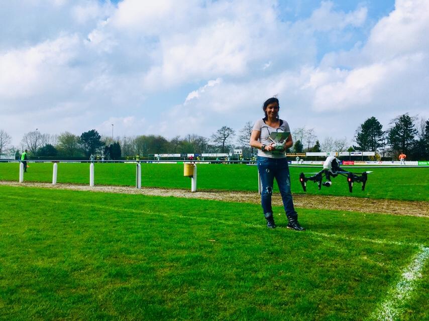 Miranda Drenth maakte zondagmiddag film en foto's met drone boven sportpark